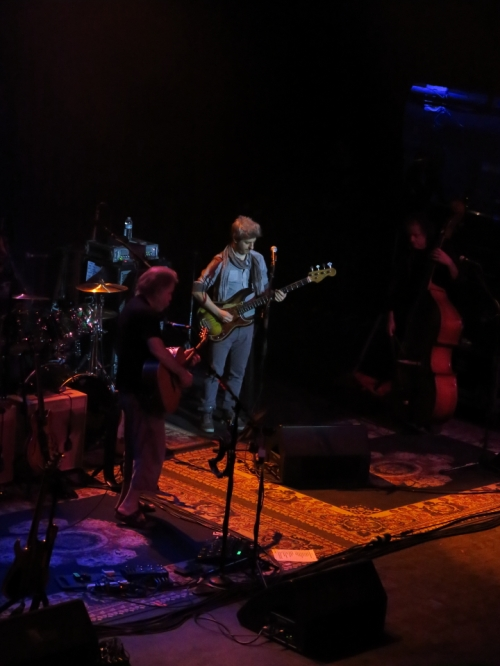 Mike Gordon (center)