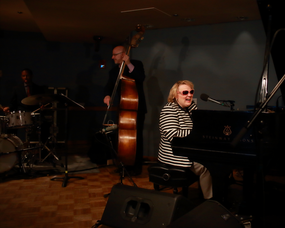 Diane Schuur Enchanting Songstress Suze Reviews The Blues