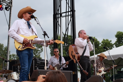 Dave and Phil Alvin and the Guilty Ones (Lisa Pankratz, the drummer is in the next photo)