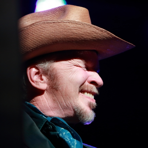 Dave Alvin performing with The Far West