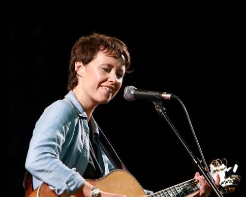 Sarah Lee Guthrie