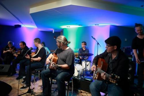 Five guitarists!
