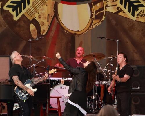 Neil Giraldo, Chris Ralles, Pat Benatar, Mick Mahan (l to r)